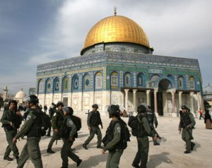 Israeli forces invade the al-Aqsa mosque