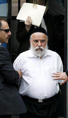 http://mantiqaltayr.files.wordpress.com/2009/07/amd_rabbi-rosenbaum.jpg